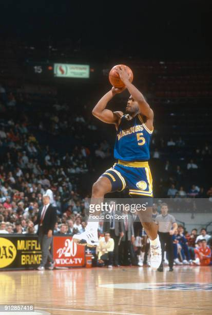 Tim Hardaway of the Golden State Warriors shoots against the Washington Bullets during an NBA basketball game circa 1989 at the Capital Centre in...
