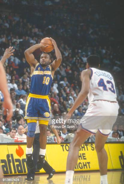 Tim Hardaway of the Golden State Warriors shoots against the Washington Bullets during an NBA basketball game circa 1993 at the Capital Centre in...