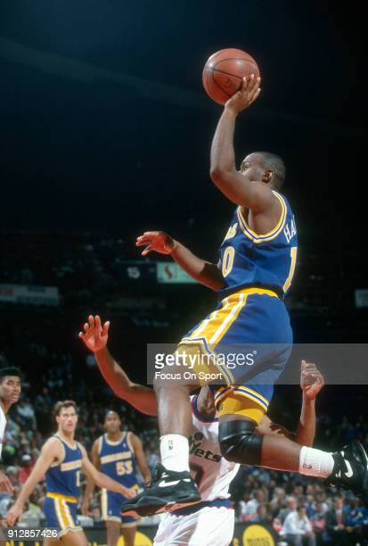 Tim Hardaway of the Golden State Warriors shoots against the Washington Bullets during an NBA basketball game circa 1992 at the Capital Centre in...