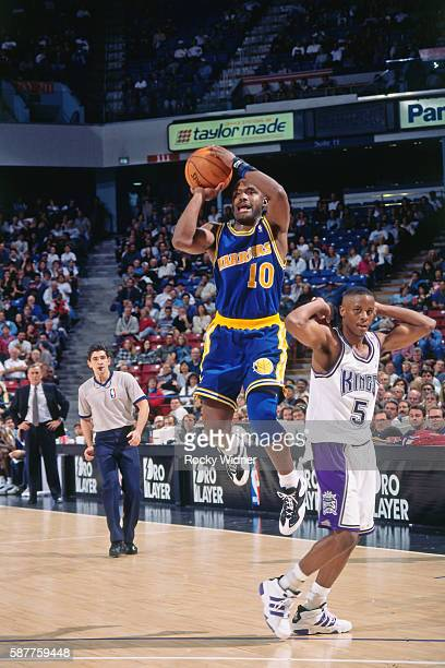 Tim Hardaway of the Golden State Warriors shoots against the Sacramento Kings circa 1996 at Arco Arena in Sacramento California NOTE TO USER User...