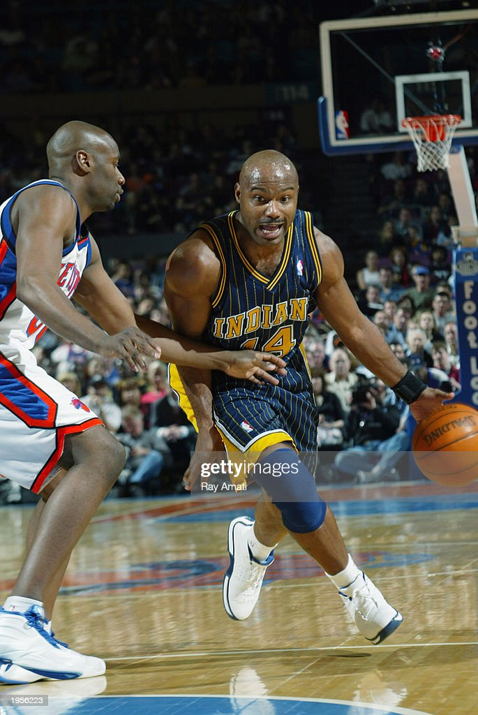 tim-hardaway-of-the-indiana-pacers-drive