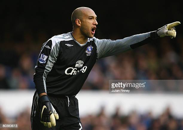 Tim Howard goalkeeper of Everton gives instructions during the Barclays Premier League match between Everton and West Ham United at Goodison Park on...