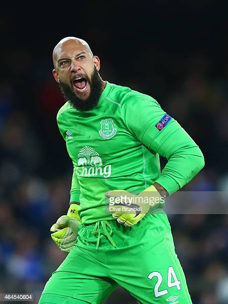 Tim Howard of Everton celebrates after Romelu Lukaku of Everton scored their second goal during the UEFA Europa League Round of 32 match between...
