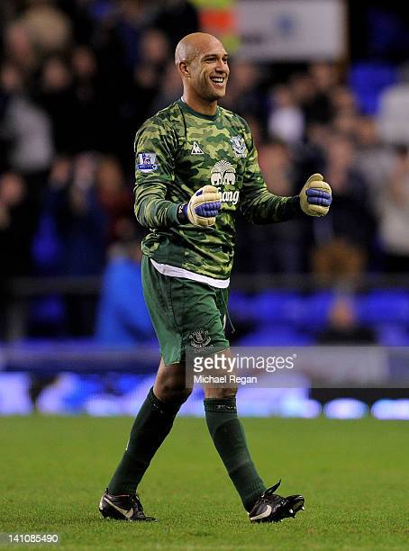 Tim Howard of Everton celebrates at the end of the Barclays Premier League match between Everton and Tottenham Hotspur at Goodison Park on March 10...