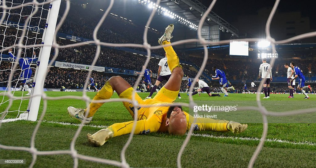 Tim Howard of Everton reacts after Willian of Chelsea (not pictured) scores the winning goal during the Barclays Premier League match between Chelsea and Everton at Stamford Bridge on February 11, 2015 in London, England.
