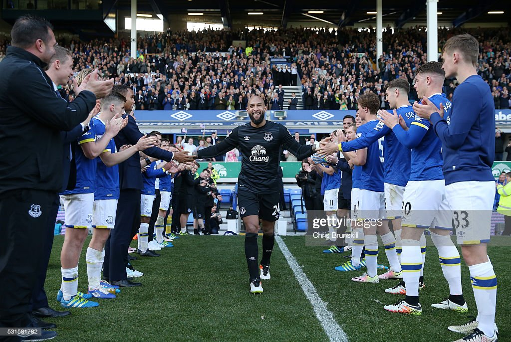 Tim Howard of Everton shakes hands with team mates after his final Everton match during the Barclays Premier League match between Everton and Norwich City at Goodison Park on May 15, 2016 in Liverpool, England.