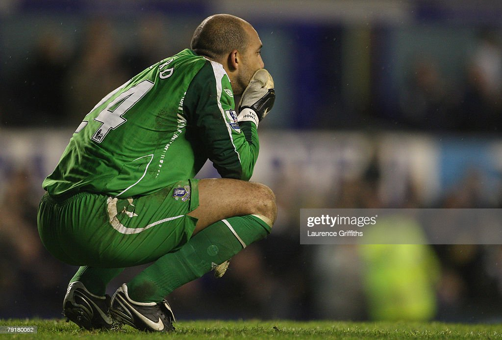Tim Howard of Everton shows his dispair after the Carling Cup Semi Final Second Leg match between Everton and Chelsea at Goodison Park on January 23, 2008 in Liverpool, England.