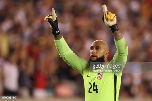 Tim Howard of United States of America celebrates after Omar Gonzalez of scored a goal to make it 1-0during the 2017 CONCACAF Gold Cup Quarter Final...