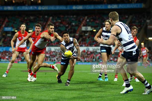 Tim Kelly of the Cats hand passes during the round 16 AFL match between the Sydney Swans and the Geelong Cats at Sydney Cricket Ground on July 5 2018...