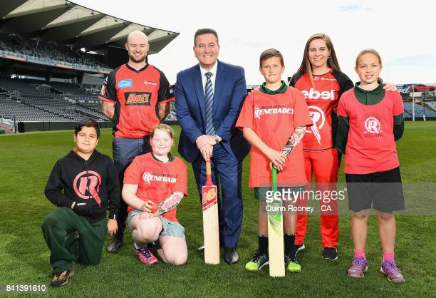 Tim Ludeman of the Renegades Sports Minister John Eren and Sophie Molineux of the Renegades pose with school kids during a Melbourne Renegades Big...