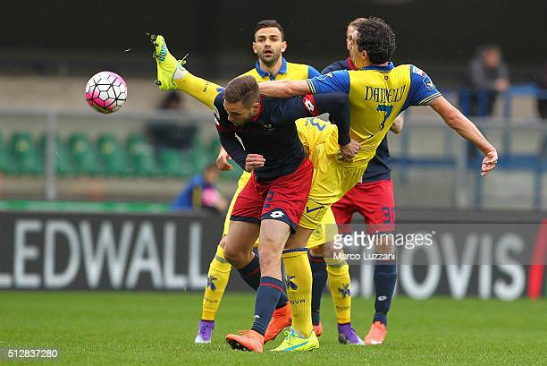 Tim Matavz of Genoa CFC is challenged by Dario Dainelli of AC Chievo Verona during the Serie A match between AC Chievo Verona and Genoa CFC at Stadio...
