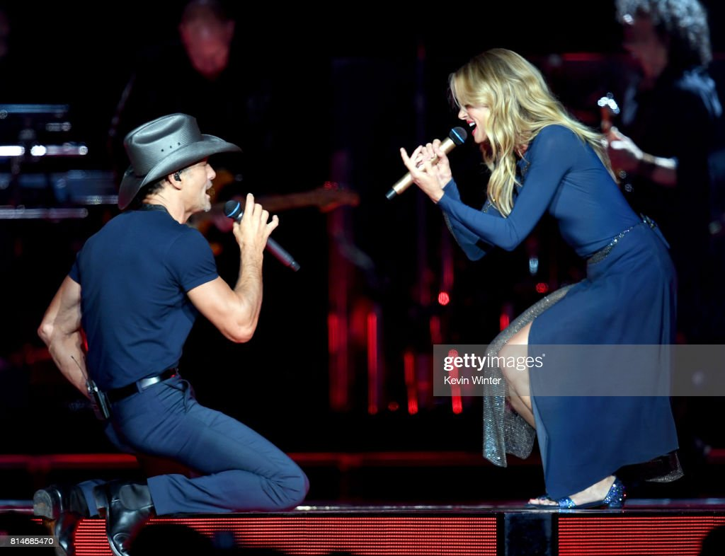 Tim McGraw And Faith Hill Perform At Staples Center : News Photo