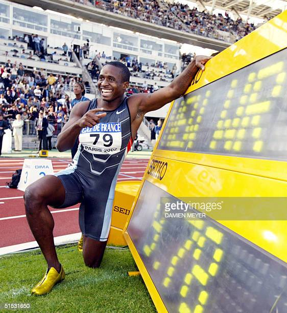 Tim Montgomery shows his results after he won the men's 100m race in 978 setting a new world record 14 September 2002 during the IAAF GrandPrix Final...