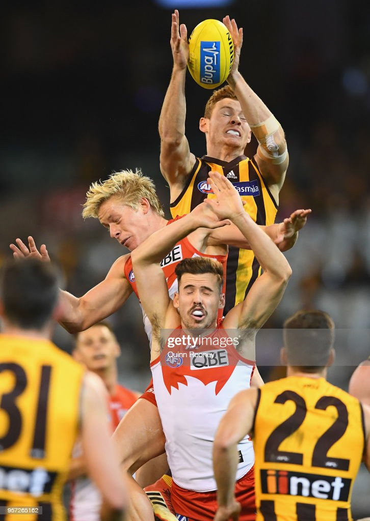 Tim O'Brien of the Hawks attempts to mark over Isaac Heeney of the Swans during the round eight AFL match between the Hawthorn Hawks and the Sydney Swans at Melbourne Cricket Ground on May 11, 2018 in Melbourne, Australia.