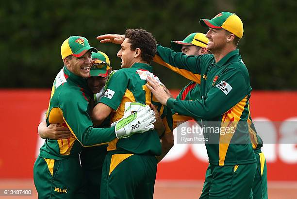Tim Paine of the Tigers congratultes Cameron Boyce and Simon Milenko of the Tigers after they combined to dismiss Moises Henriques of the Blues...