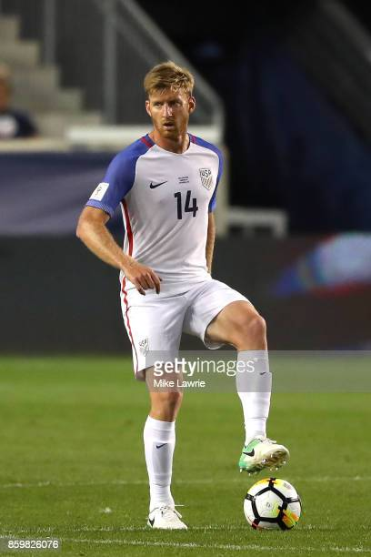 Tim Ream of the United States controls the ball against Costa Rica during the FIFA 2018 World Cup Qualifier at Red Bull Arena on September 1 2017 in...