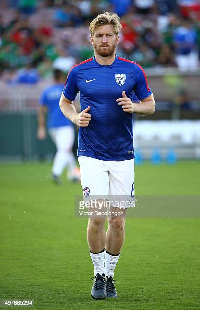 Tim Ream of the United States jogs during warmup before the 2017 FIFA Confederations Cup Qualifying match against Mexico at Rose Bowl on October 10...