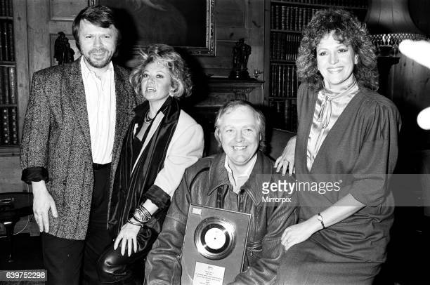 Tim RIce Bjorn Ulvaeus Barbara Dickson and Elaine Page pictured at the presentation of a silver disc for their No1 hit I know Him So Well
