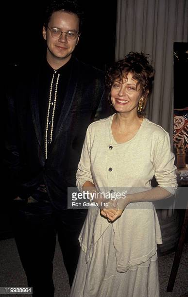 """Tim Robbins and actress Susan Sarandon attend the premiere of """"Avalon"""" on September 27, 1990 at the Metropolitan Museum of Art in New York City."""