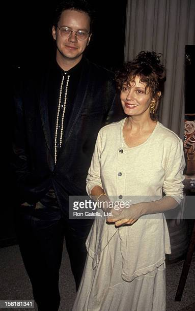 Tim Robbins and actress Susan Sarandon attend the premiere of 'Avalon' on September 27, 1990 at the Metropolitan Museum of Art in New York City.