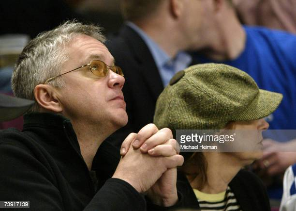 Tim Robbins and Susan Sarandon watch as the New York Rangers take on the Atlanta Thrashers during the first period of game four of the 2007 Eastern...