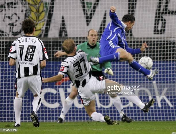 Tim Rubink Tobias Levels and Kasey Keller of Gladbach challenge for the ball with Peter Loevenkrands of Schalke during the Bundesliga match between...