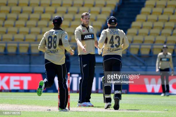 Tim Southee of New Zealand celebrates with teammates after taking the wicket of Mitchell Marsh of Australia during game five of the International T20...