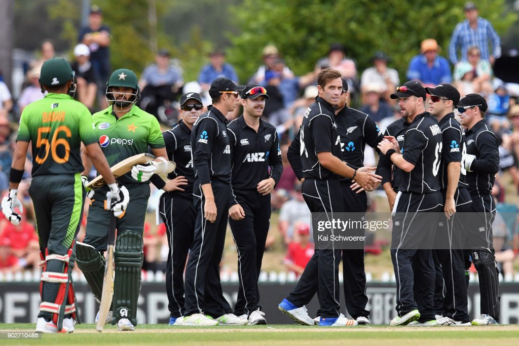 New Zealand v Pakistan - 2nd ODI : News Photo