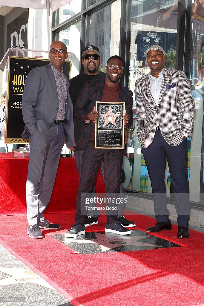 Kevin Hart Honored With Star On The Hollywood Walk Of Fame : Fotografía de noticias