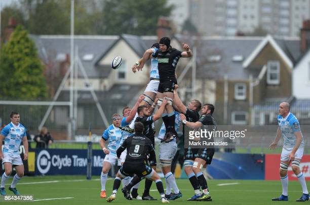 Tim Swinson of Glasgow Warriors challenges Scott Fardy of Leinster Rugby at a line out during the European Rugby Champions Cup match between Glasgow...