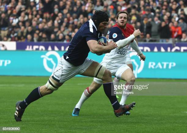 Tim Swinson of Scotland breaks clear to score their second try during the RBS Six Nations match between France and Scotland at Stade de France on...