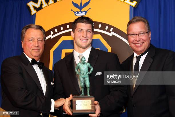 Tim Tebow from the University of Florida,winner of the 71st Annual Maxwell Award for College player of the year, with Carl Peterson, Kansas City...