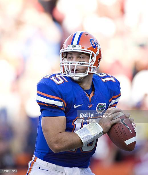Tim Tebow of the Florida Gators looks to throw a pass against the Arkansas Razorbacks at Ben Hill Griffin Stadium on October 17, 2009 in Gainesville,...