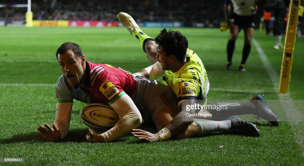Tim Visser of Harlequins dives to score the first try despite being tackled by Denny Solomona during the Aviva Premiership match between Harlequins and Sale Sharks Sharks at Twickenham Stoop on October 6, 2017 in London, England.