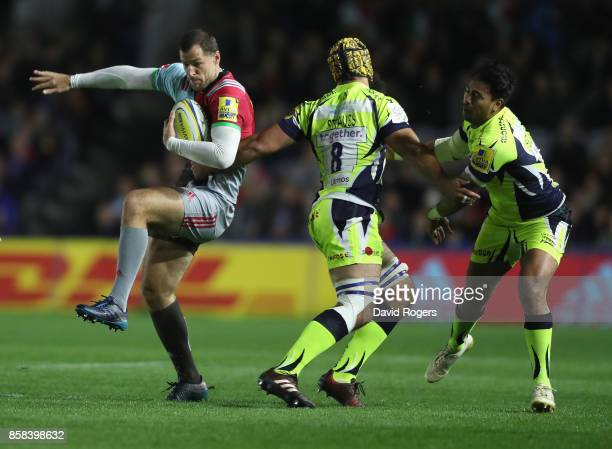 Tim Visser of Harlequins moves away from Josh Strauss and Denny Solomona during the Aviva Premiership match between Harlequins and Sale Sharks Sharks...