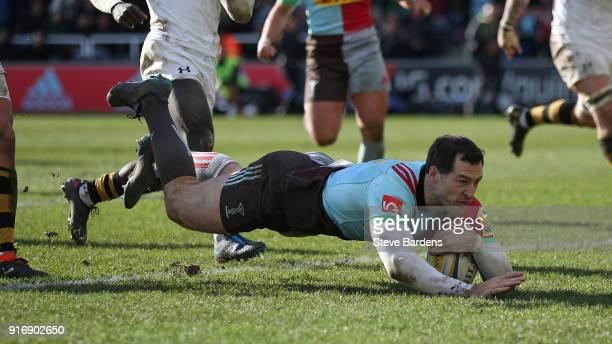Tim Visser of Harlequins scores a try during the Aviva Premiership match between Harlequins and Wasps at Twickenham Stoop on February 11, 2018 in...