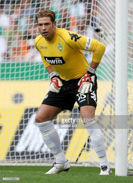 Tim Wiese Torhüter SV Werder Bremen D steht neben dem Torpfosten