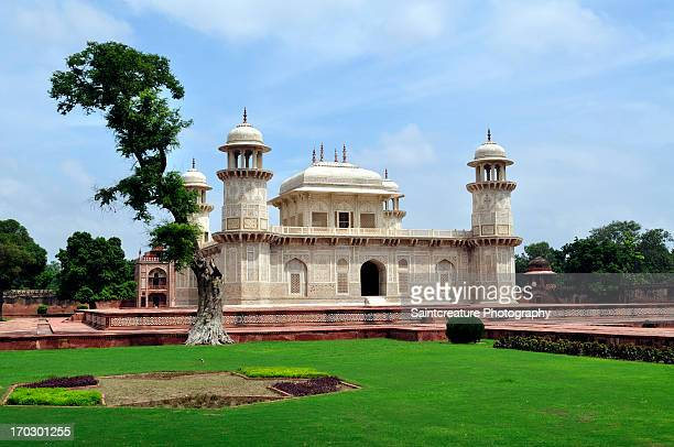 i'timad-ud-daulah's tomb - tomb stock pictures, royalty-free photos & images