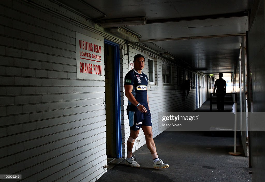 Timana Tahu walks from the dressing sheds before a New South Wales Origin training session at WIN Stadium on May 20, 2010 in Wollongong, Australia.