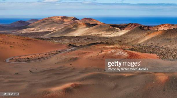 timanfaya, the mountains of fire, line of volcanoes craters in lanzarote, canary islands - timanfaya national park stock pictures, royalty-free photos & images
