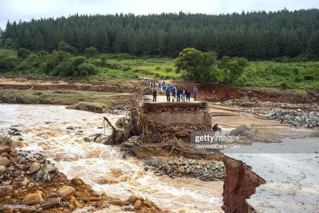 TOPSHOT-ZIMBABWE-WEATHER-CYCLONE : News Photo