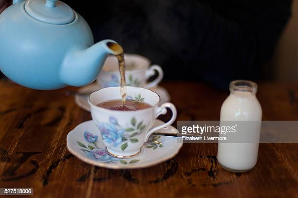 time for tea - ティーポット ストックフォトと画像