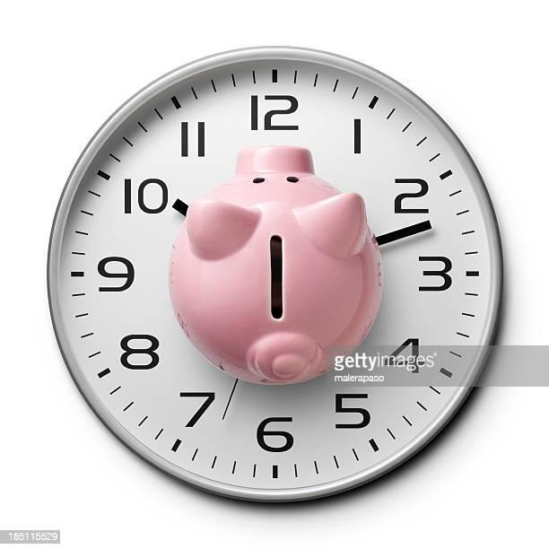 Temps est de l'argent. Regardez avec une tirelire.