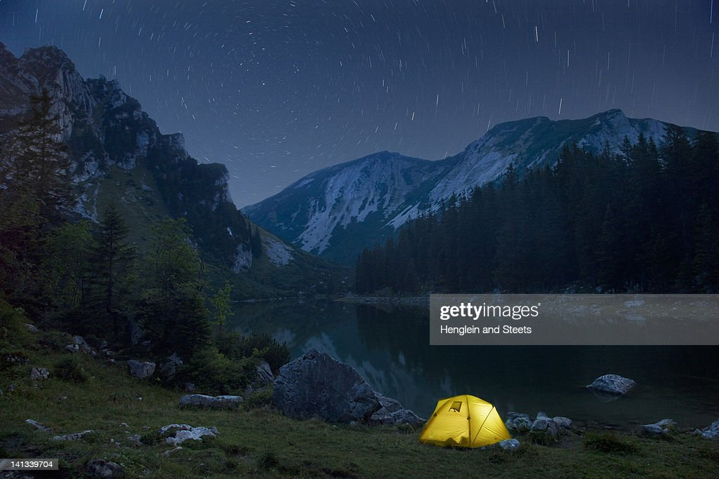 Time lapse of campsite and night sky : Stock Photo