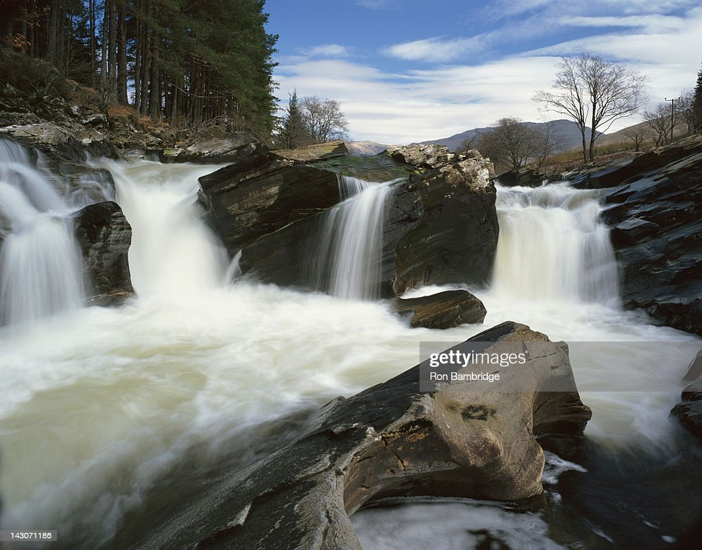 Time lapse view of rocky waterfall : Stock Photo