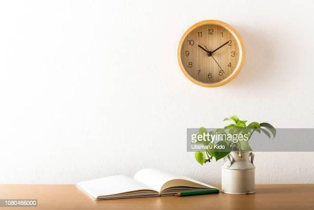 time. - minimalist living in japan ストックフォトと画像