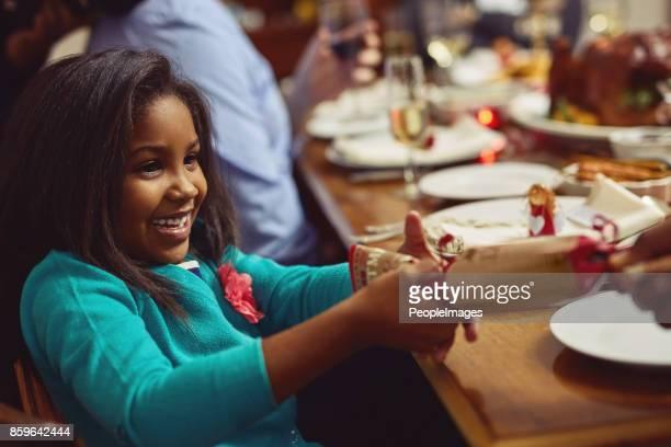 割る時驚きを開く - クリスマスクラッカー ストックフォトと画像