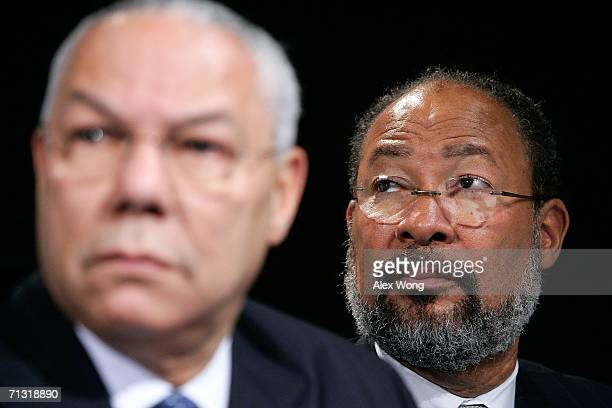 Time Warner Inc. Chairman & CEO Richard Parsons and former Secretary of State Colin Powell attend a news conference to announce the lead gift of $10...