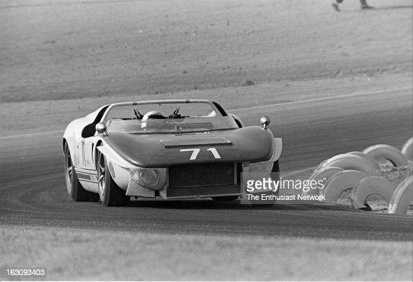 times grand prix riverside chris amon driving the ford gt40 x1 getty images. Black Bedroom Furniture Sets. Home Design Ideas