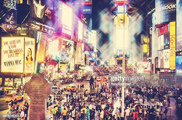 タイムズスクエアの群衆、ビルボード/看板